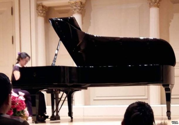 Anni Zhang performing at Carnegie Hall in New York, 12/18/16. Photo credit: Voice of America